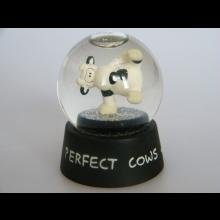 Snežná guľa - Perfect cows