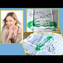 Tričko s podpisom a odtlačkami rúk herečky a speváčky Zuzky Haasovej