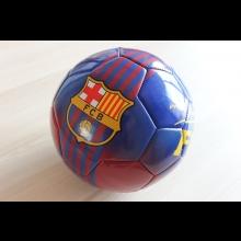 Futbalová lopta FC Barcelona s podpisom herca Mareka Majeského
