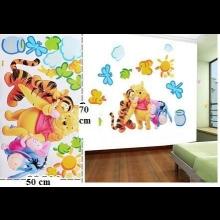 Potešte svoje deti so samolepkami Macko poou na stenu, či dvere