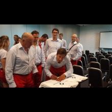 Tričko Bielej pastelky s podpismi slovenských olympionikov