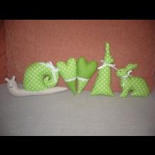 krásna súprava ručne šitých zvieratiek a aj dve srdiečka