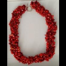 Trojradový koralový náhrdelník