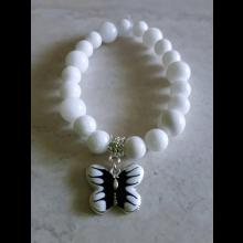 Náramok biely s motýlikom