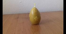 Sviečka v tvare veľkonočného vajíčka s kvietkami zo 100% včelieho vosku