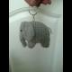 Háčkovaná kľúčenka - sloník sivý