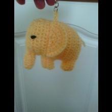 Háčkovaná kľúčenka  - sloník žltý