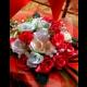 Kytica ruží v prutenom koši
