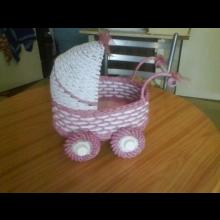 Ručne vyrobený detský kočík.