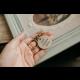 Pomoc pre Tea- kľúčenka s ručne vyrazeným textom