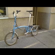 Zapozičanie legendárneho skladacieho bicykla Brompton na jazdu Bratislavou počas akcie Criticalmass